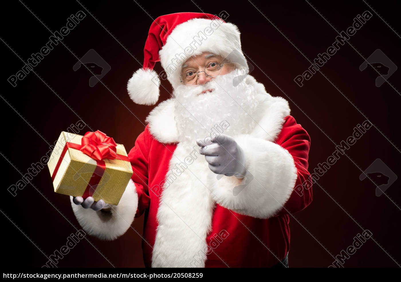 santa, claus, with, gift, box, in - 20508259