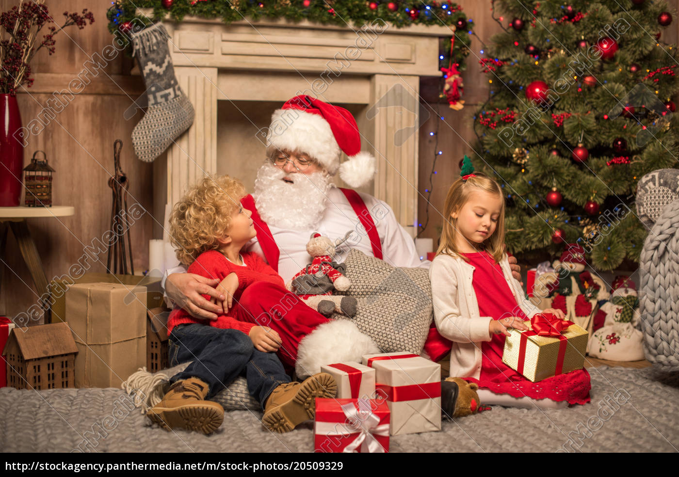 santa, claus, and, children, with, christmas - 20509329