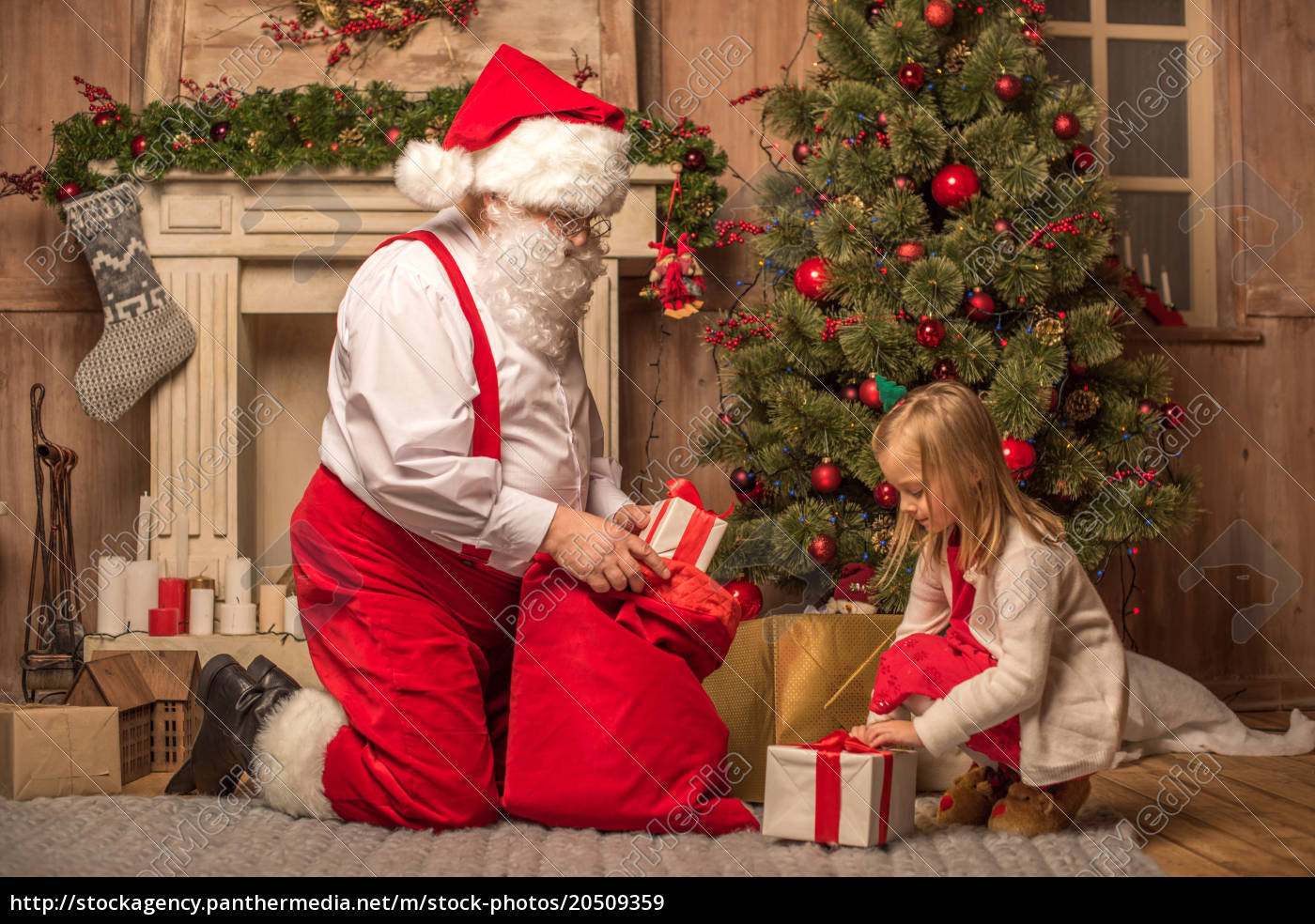 santa, claus, showing, christmas, presents - 20509359