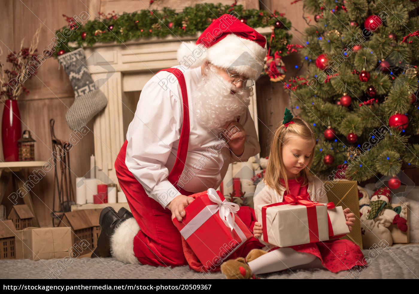 santa, claus, showing, christmas, presents - 20509367