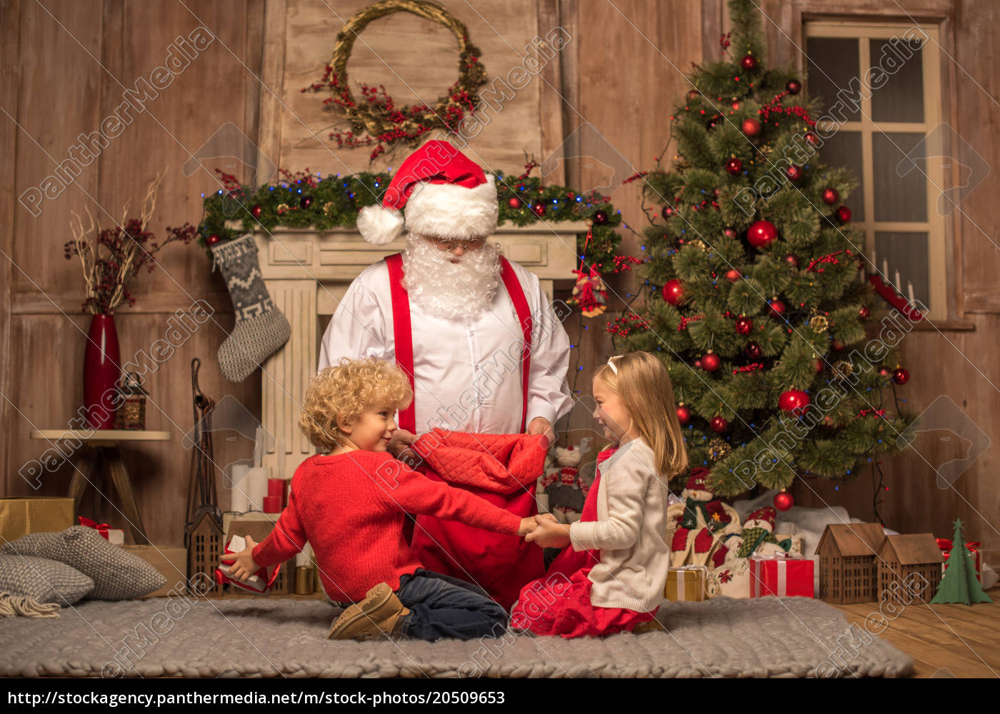 santa, claus, showing, christmas, presents - 20509653