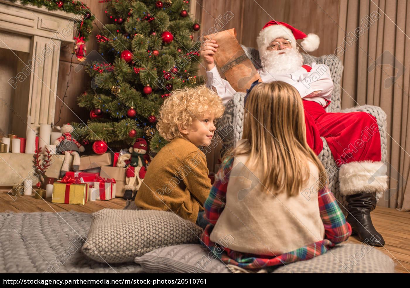 santa, claus, with, children, reading, wishlist - 20510761