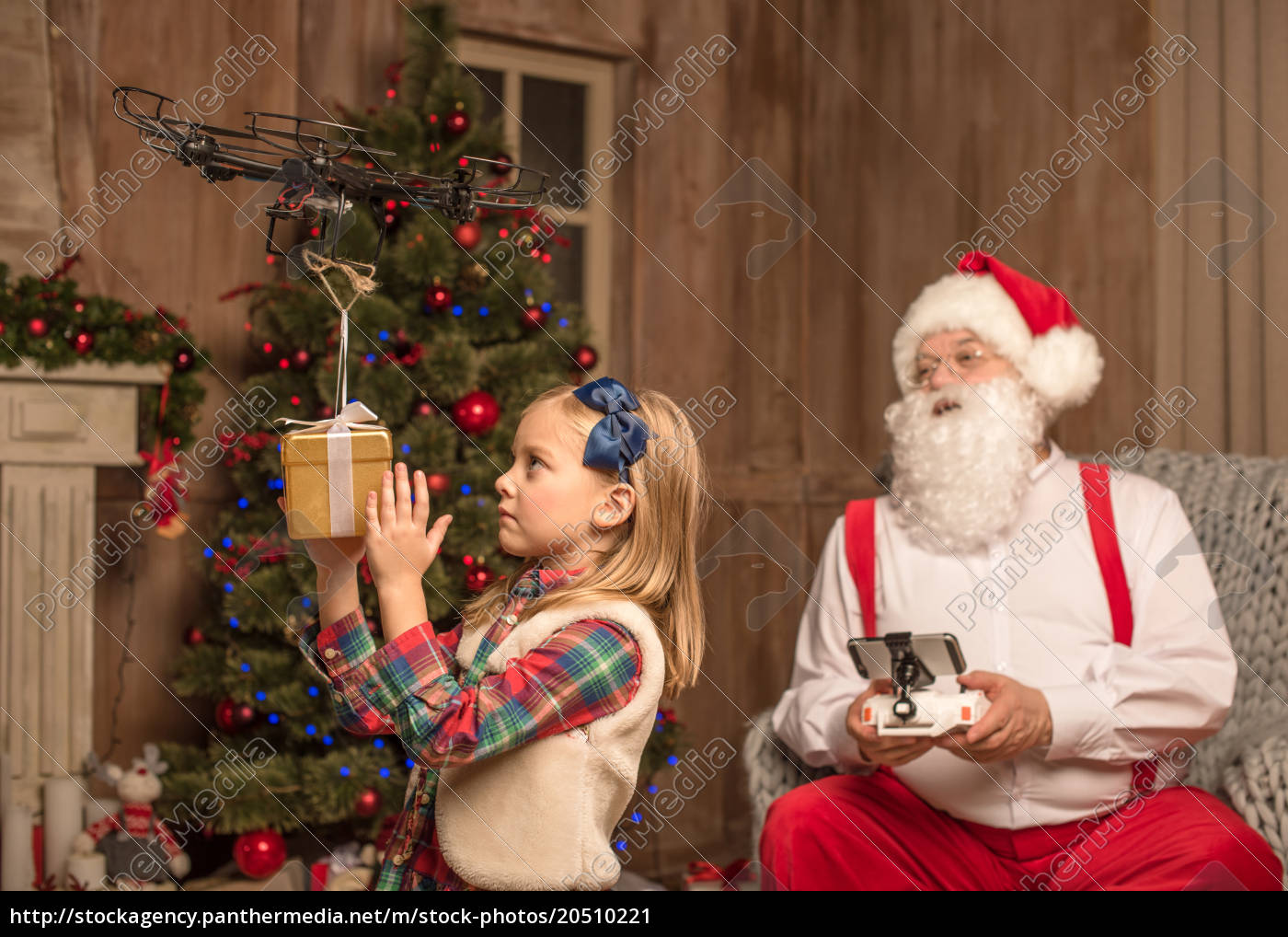 santa, with, kid, using, hexacopter, drone - 20510221