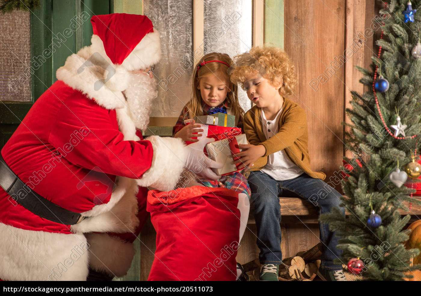 santa, claus, giving, gift, boxes, to - 20511073