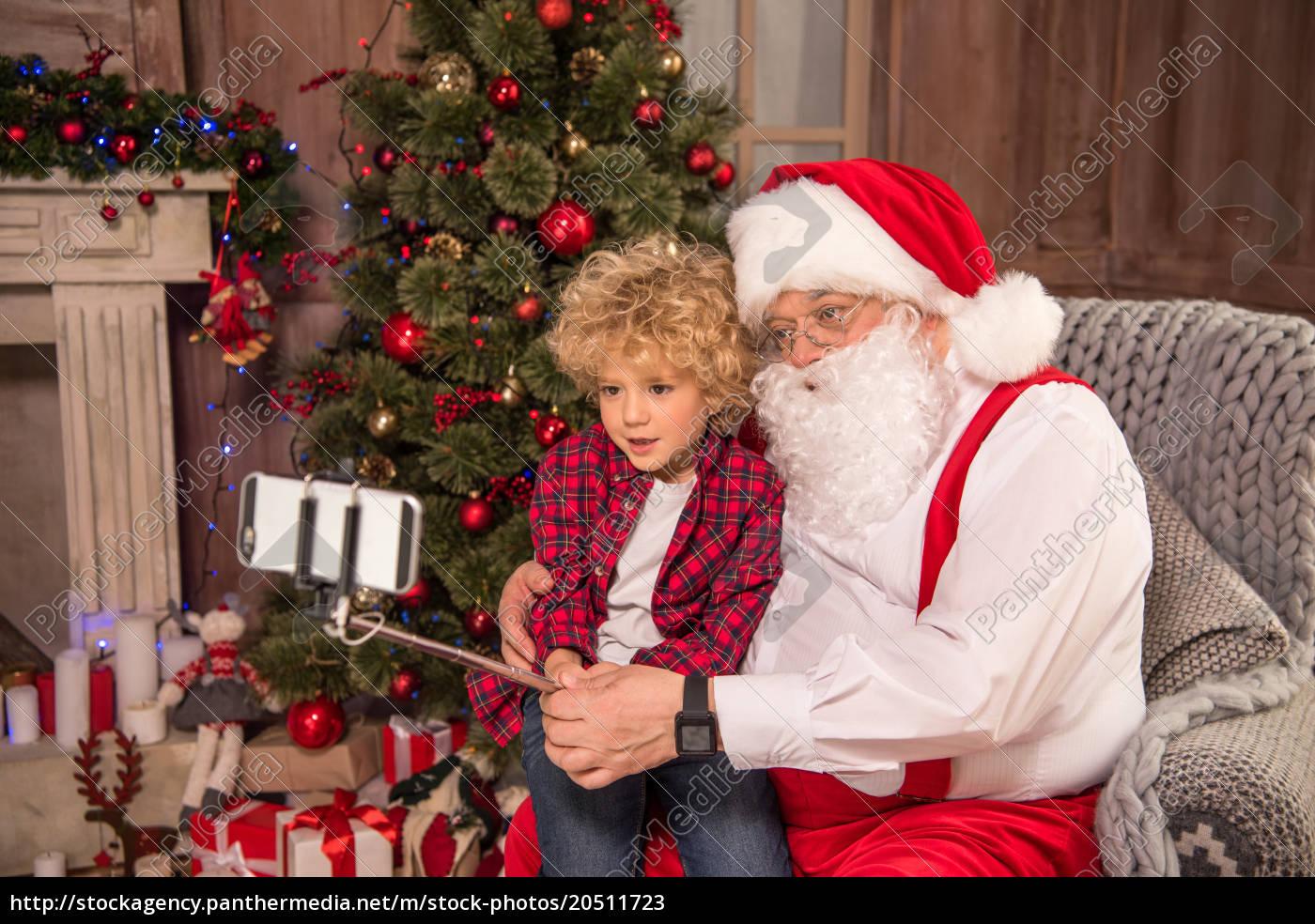 santa, claus, with, kid, taking, selfie - 20511723