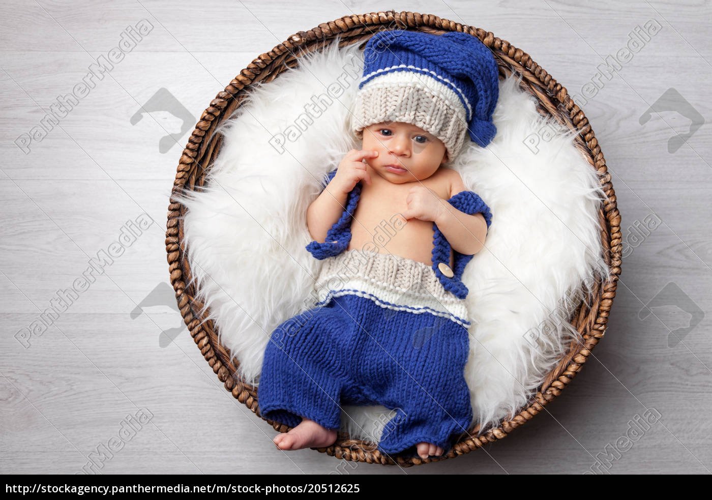 beautiful, newborn, inside, a, basket - 20512625