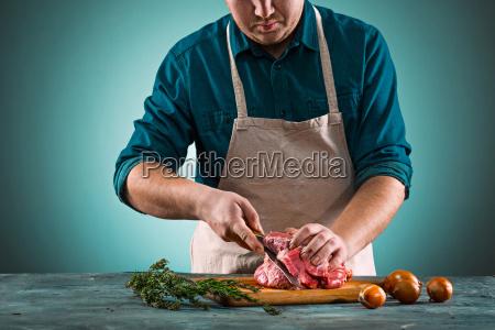 butcher, cutting, pork, meat, on, kitchen - 20512131