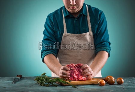 butcher, cutting, pork, meat, on, kitchen - 20512135