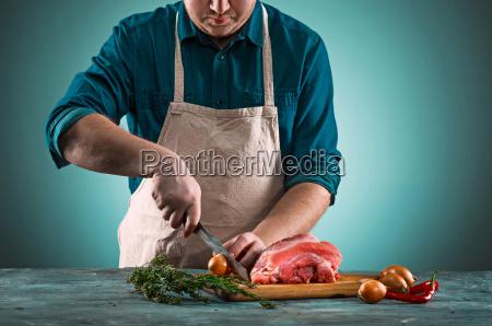 butcher, cutting, pork, meat, on, kitchen - 20512161