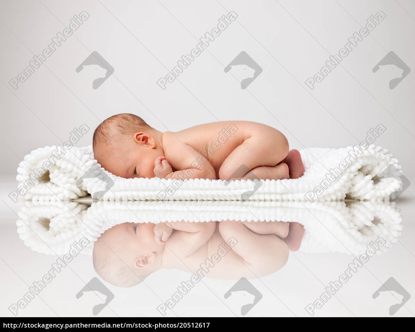 cute, newborn, baby, lying, on, a - 20512617
