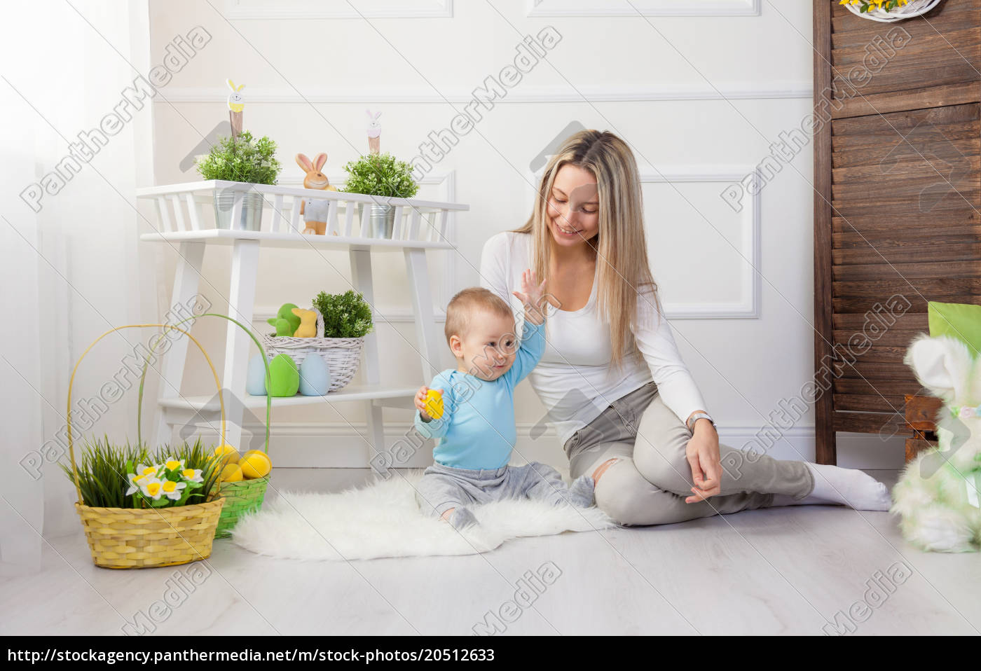 delighted, mother, and, her, child, enjoying - 20512633