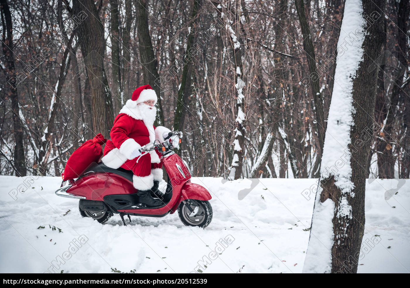 santa, claus, riding, on, scooter - 20512539