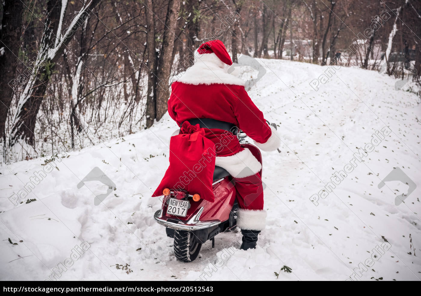 santa, claus, riding, on, scooter - 20512543