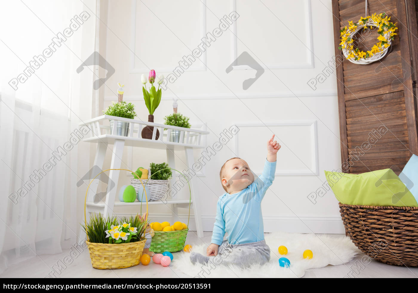 easter, egg, hunt., adorable, child, playing - 20513591