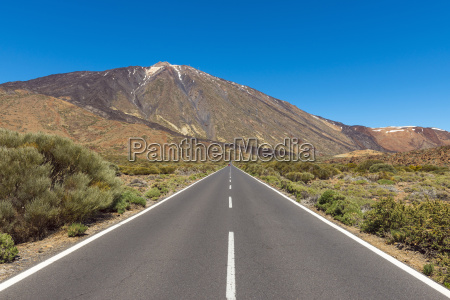 road with pico del teide mountain