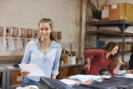 young, woman, packing, orders, for, distribution - 20528583