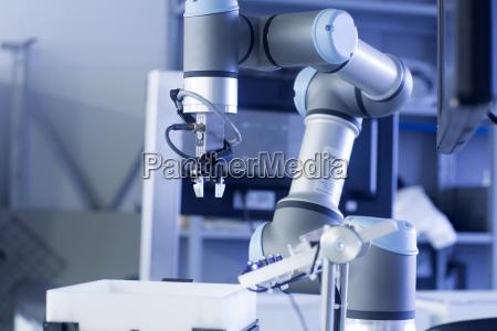 robot arm in a sensor technology