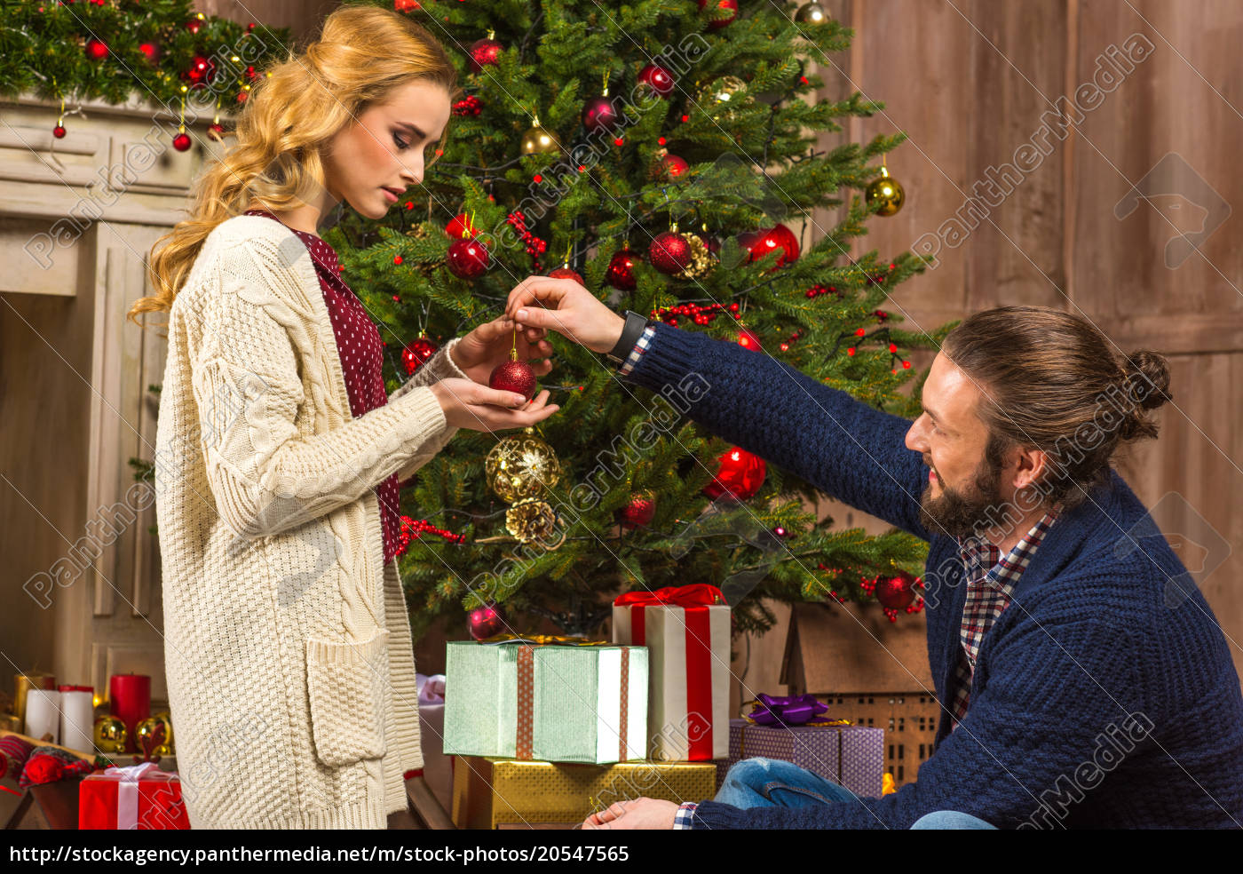 couple, decorating, christmas, tree - 20547565