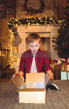 boy, opening, christmas, present - 20549699
