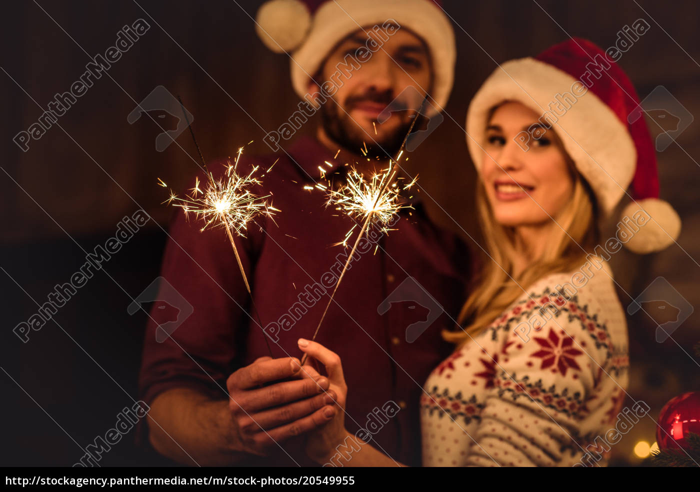 couple, holding, sparklers - 20549955
