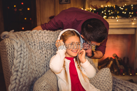 cute, little, girl, with, father - 20549731