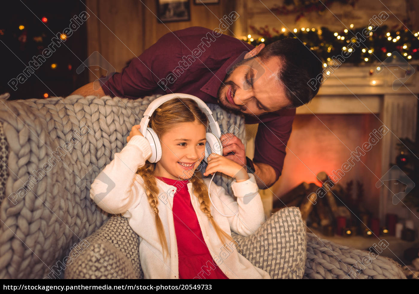 cute, little, girl, with, father - 20549733
