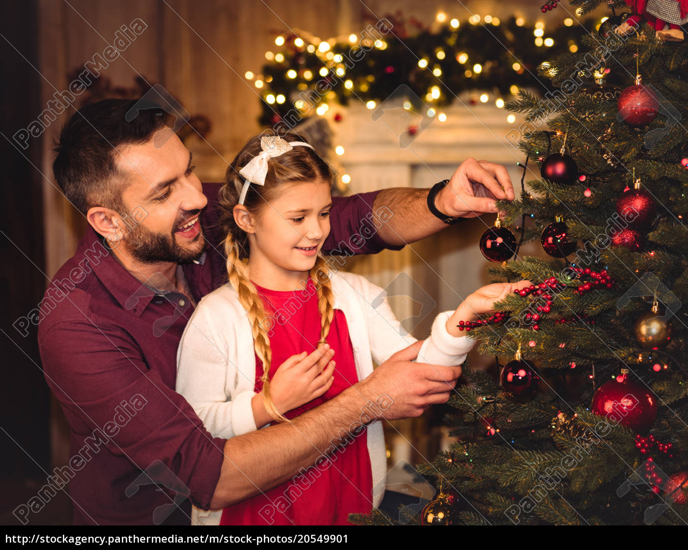 father, and, daughter, decorating, christmas, tree - 20549901