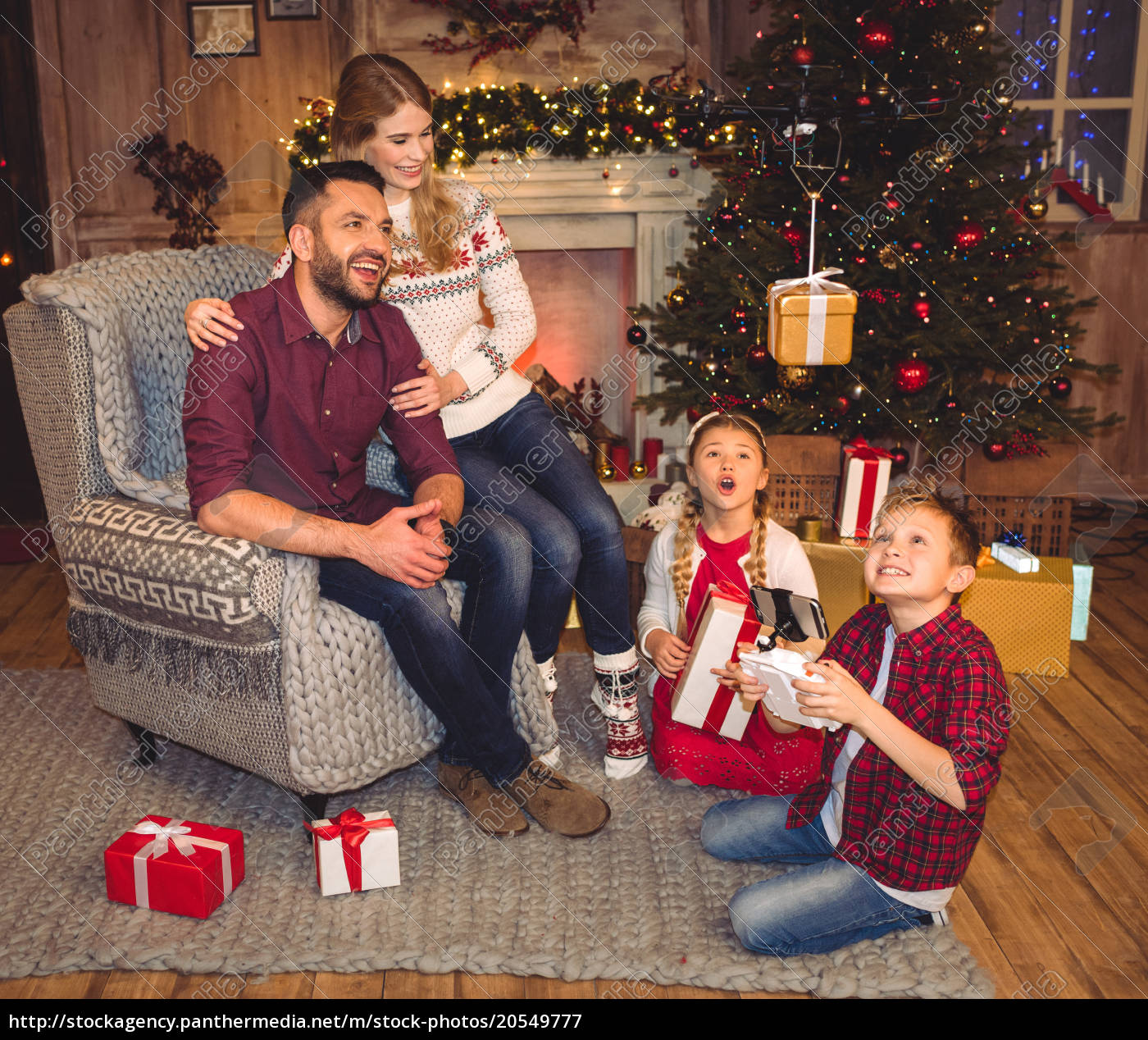 happy, family, using, hexacopter, drone - 20549777