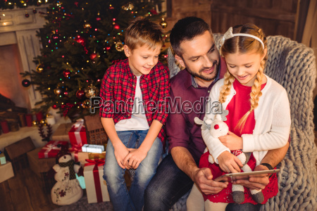 happy, father, with, children - 20549703