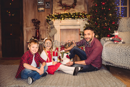happy, father, with, children - 20549713