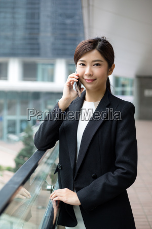 business, woman, talking, on, smart, phone - 20551273