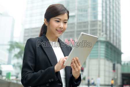 business, woman, use, of, tablet, computer - 20551309