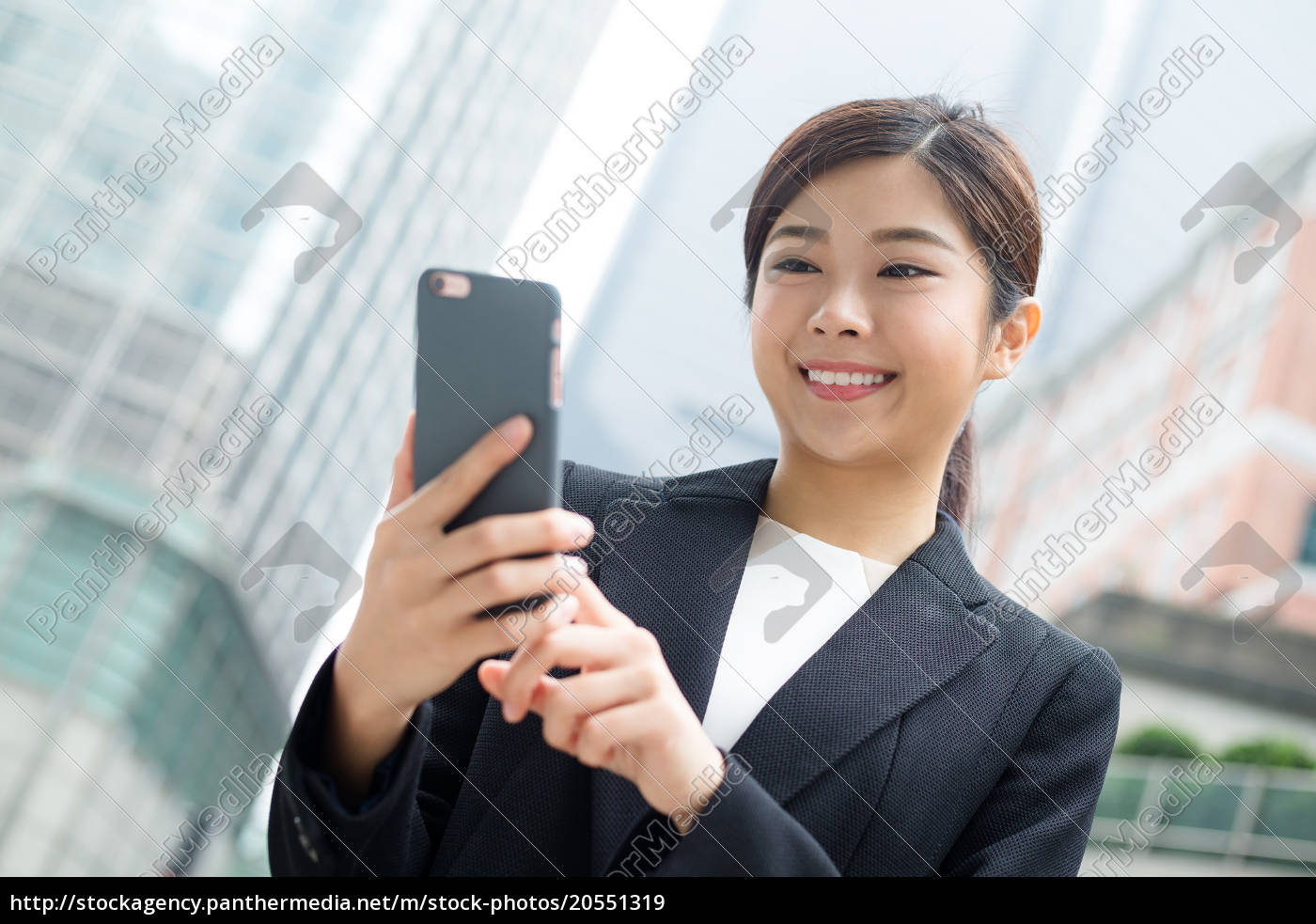 business, woman, using, mobile, phone - 20551319