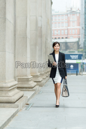businesswoman, walking, on, the, street - 20551251