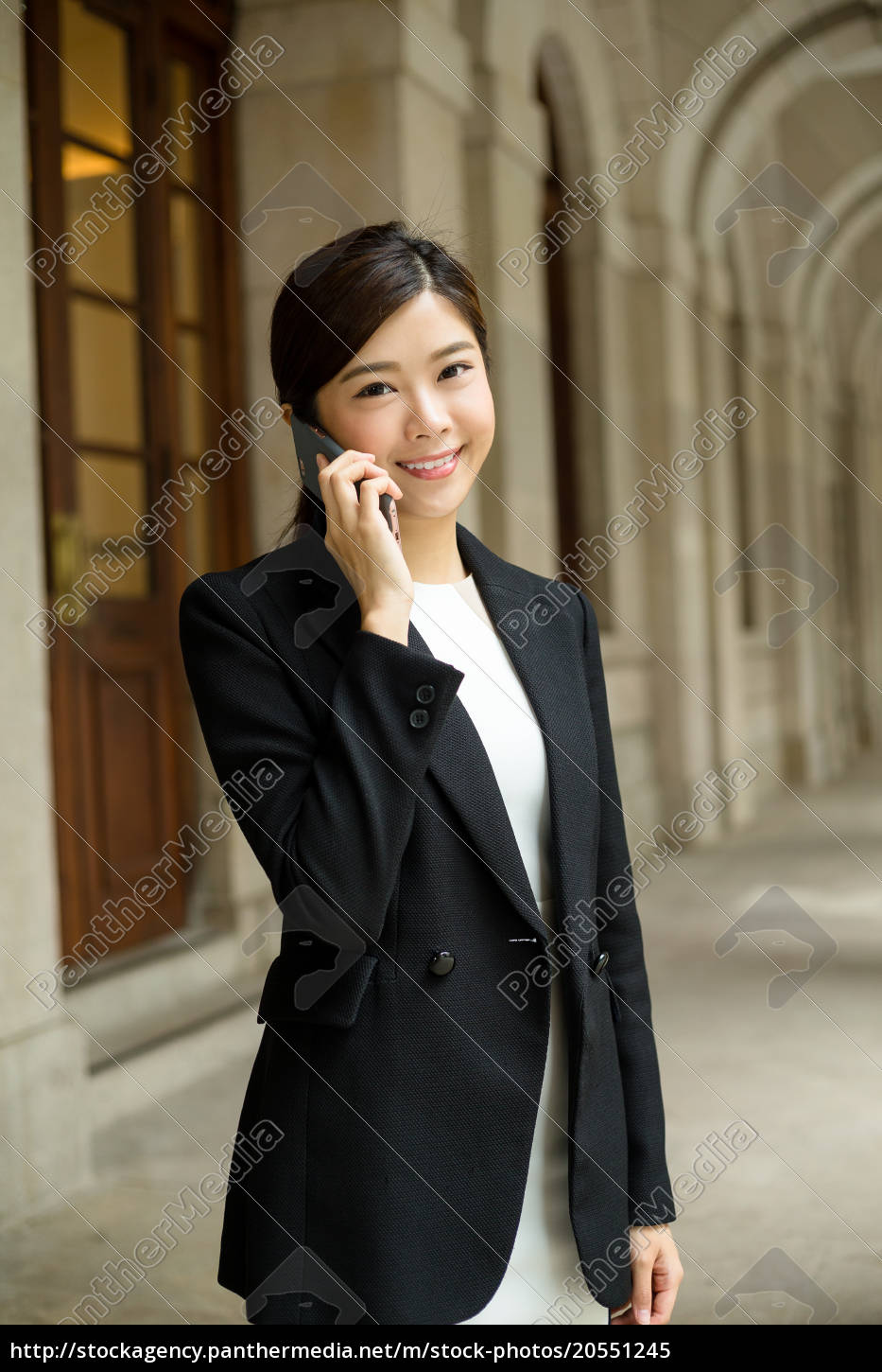young, business, woman, talk, to, mobile - 20551245