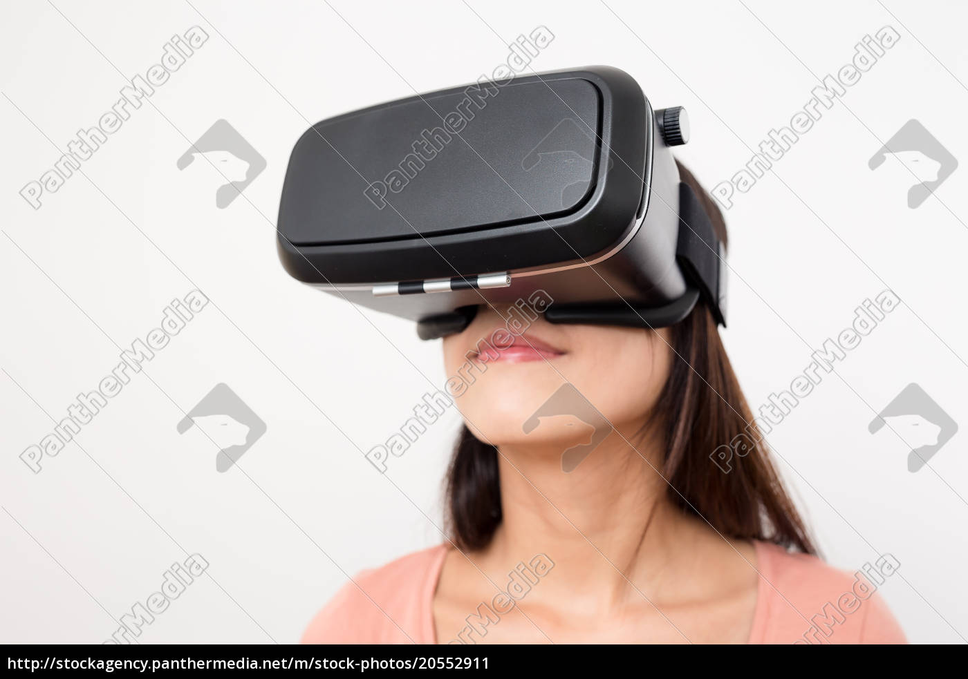 asian, woman, experience, with, virtual, reality - 20552911