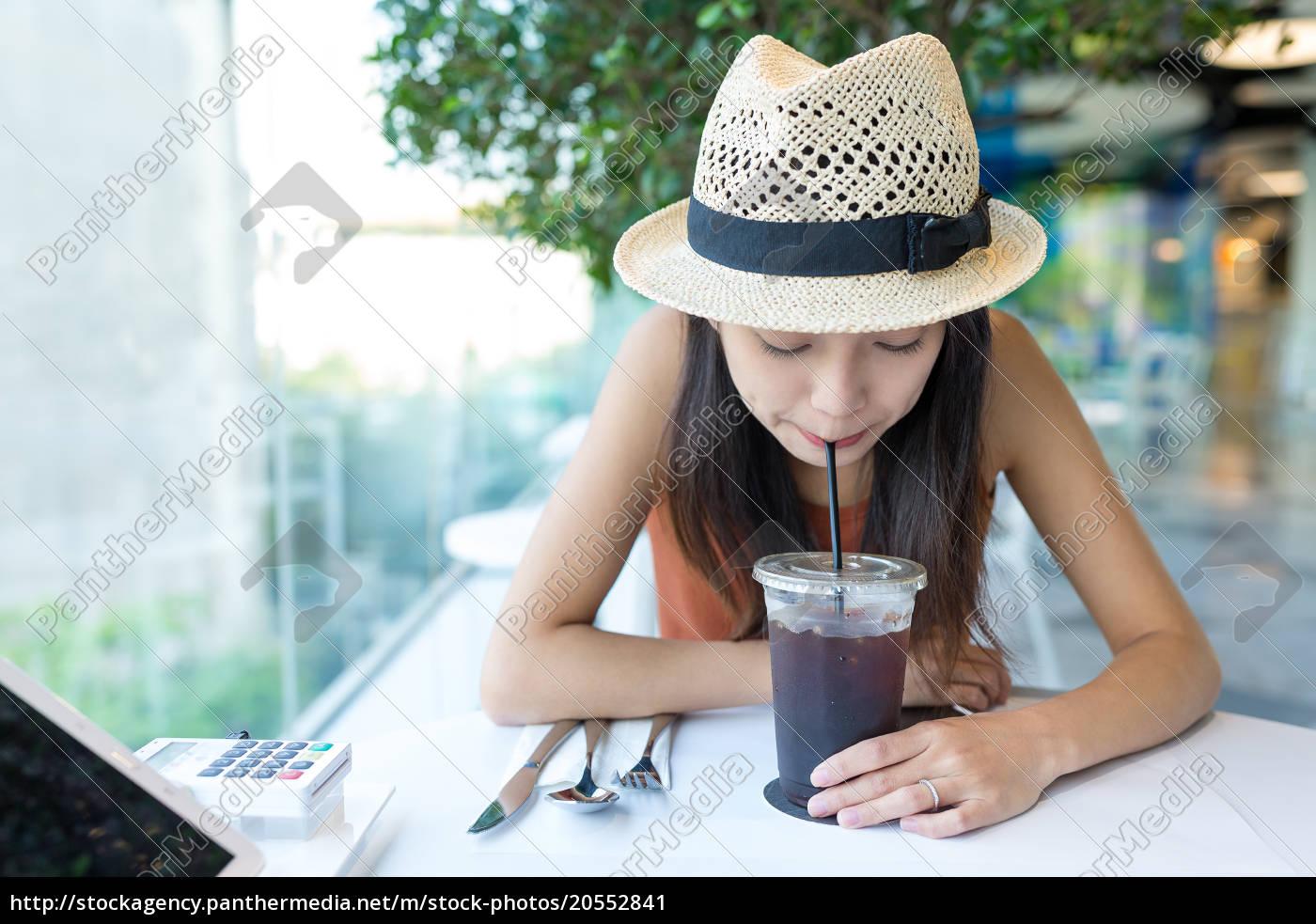 woman, enjoy, coffee, in, cafe - 20552841