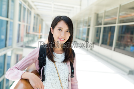 woman, in, shopping, mall - 20552861