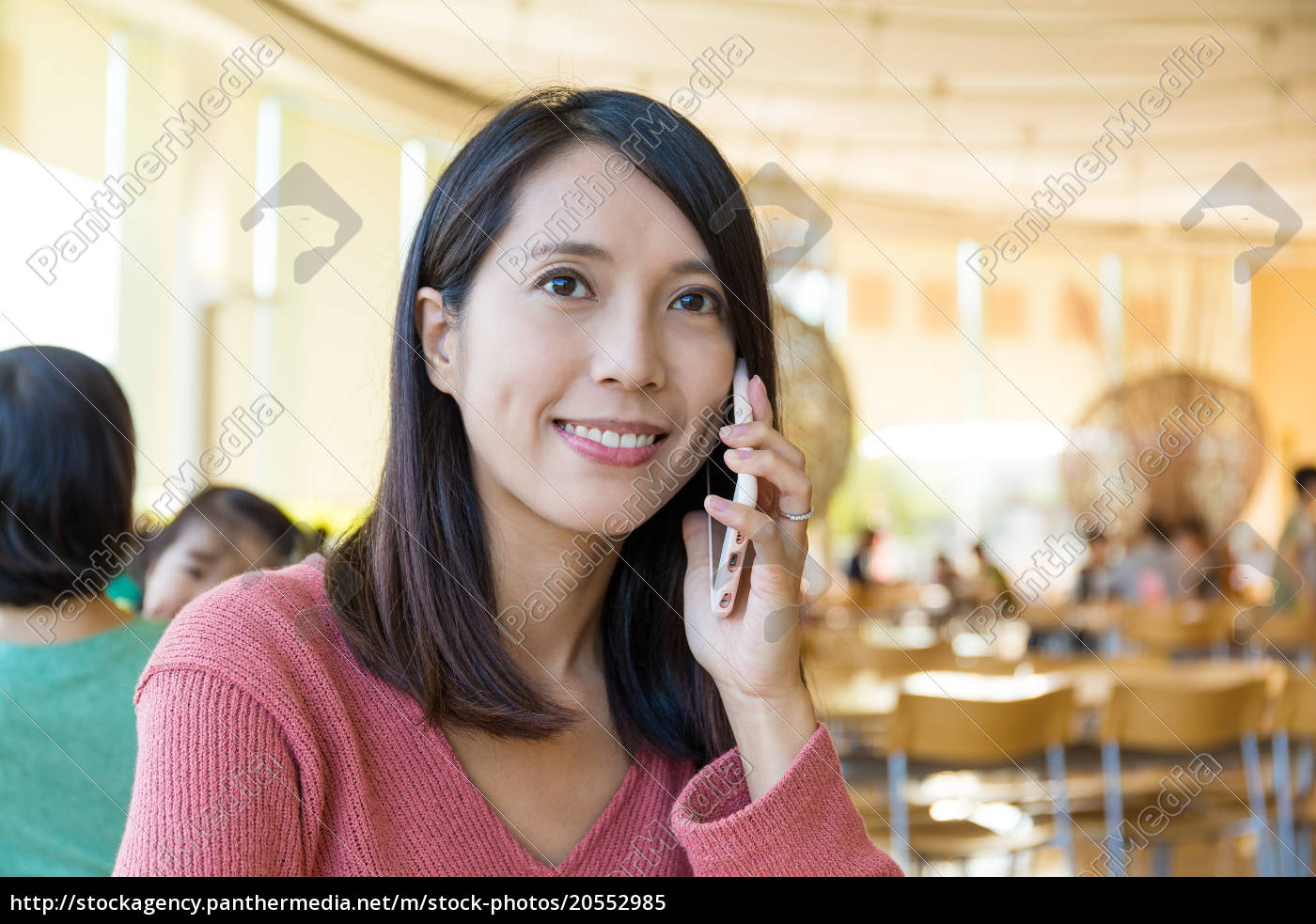 woman, talk, to, mobile, phone - 20552985