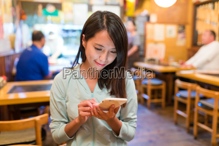 woman, using, mobile, phone, in, japanese - 20552999