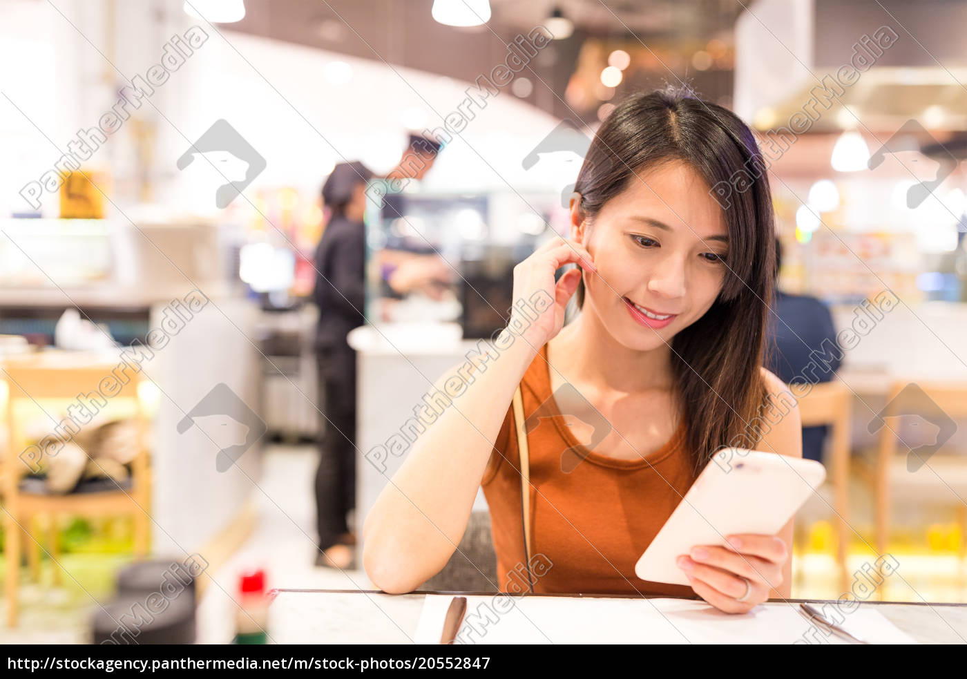 woman, using, mobile, phone, in, restaurant - 20552847
