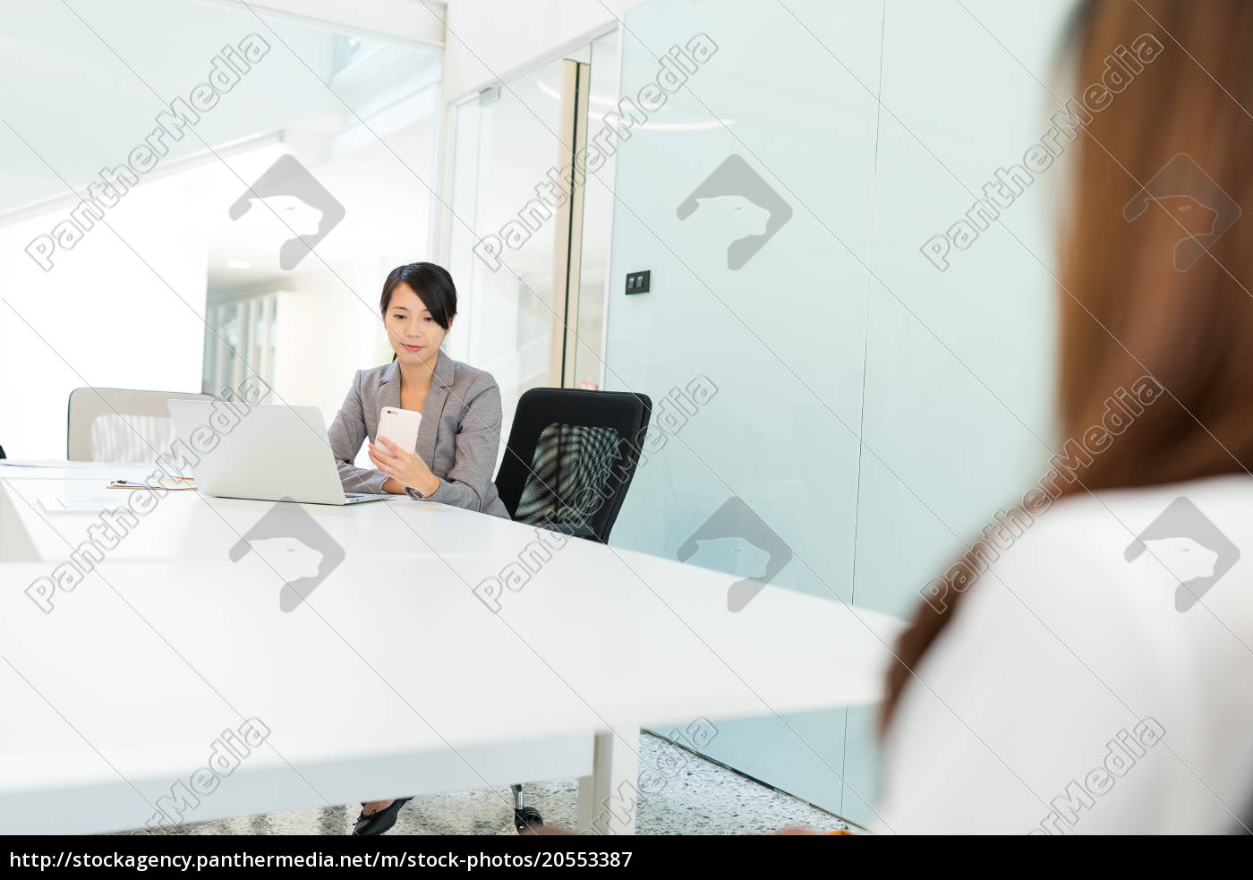 businesswoman, use, of, cellphone, in, meeting - 20553387