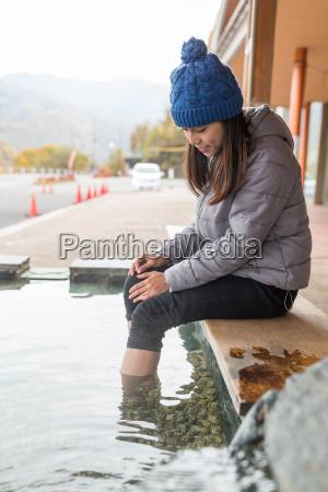 woman, enjoy, foot, onsen - 20553129