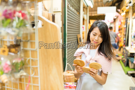 woman, shopping, in, weekend, market - 20553367