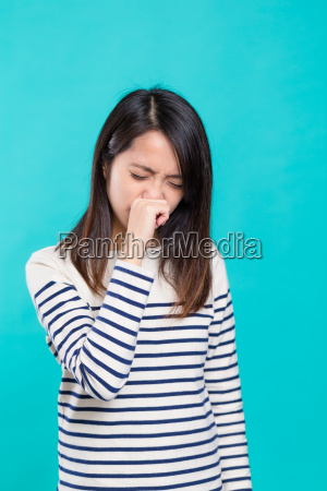 woman, suffer, from, nose, allergy - 20553029