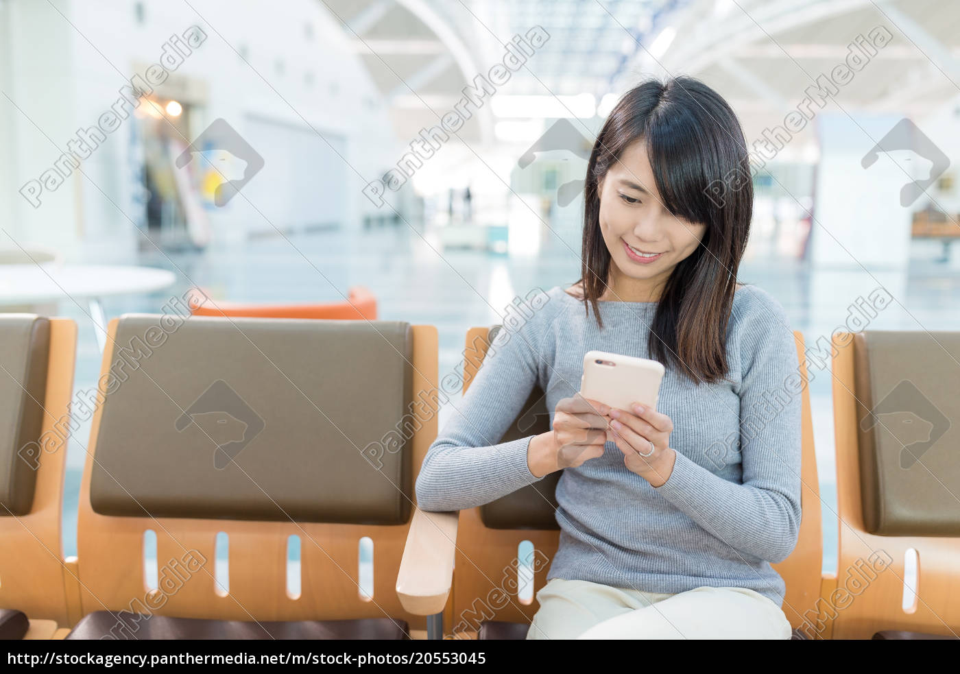 woman, using, cellphone, phone, at, airport - 20553045