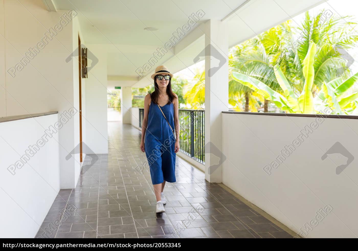 woman, walking, along, the, corridor - 20553345