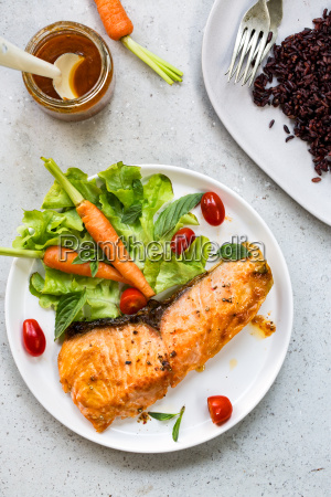grilled, salmon, with, salad - 20555543
