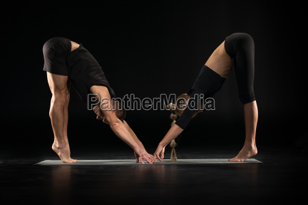 couple, performing, acroyoga - 20556885