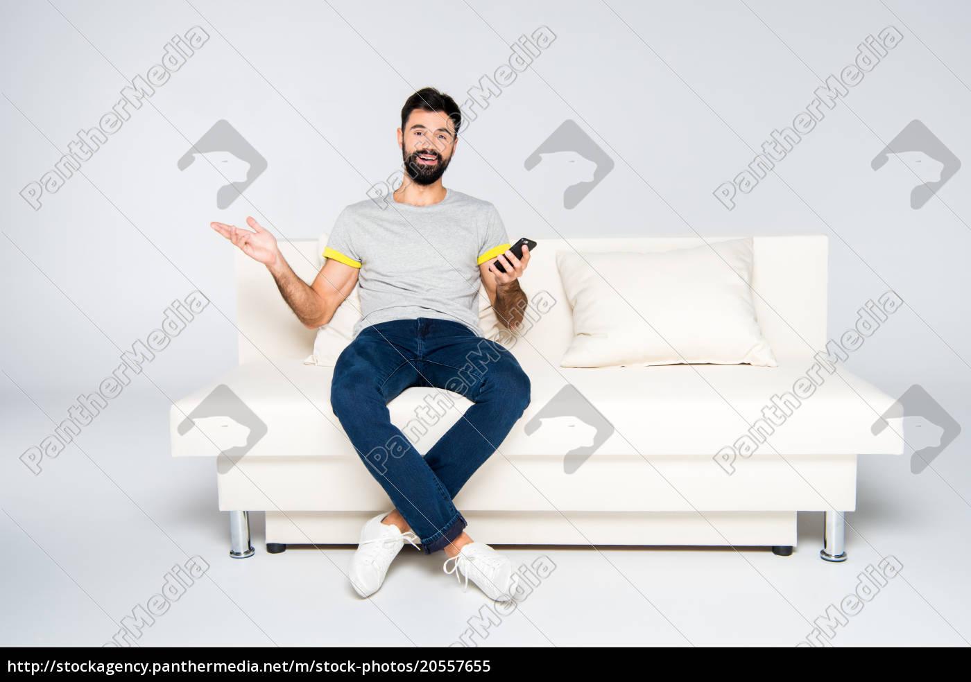 bearded, man, using, smartphone - 20557655